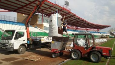 Строительство футбольного поля на стадионе Нефтянник